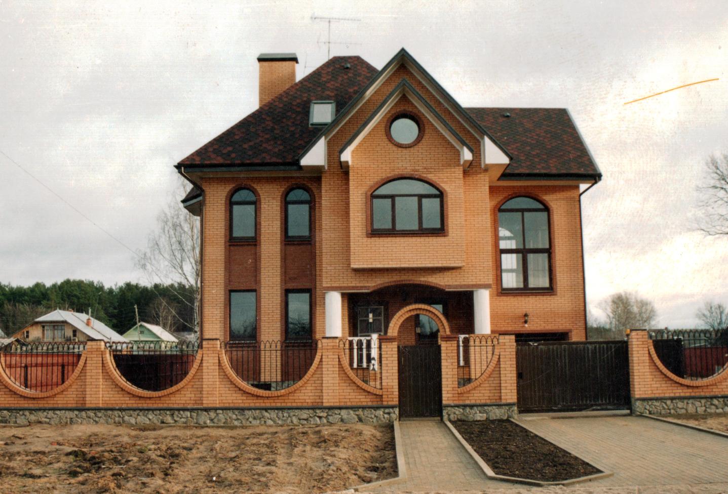Просторный загородный дом из бруса
