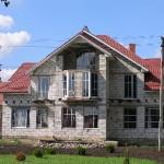 Дом из газоблоков с мансардным помещением