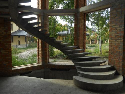 Изготовление бетонных лестниц - цены доступные