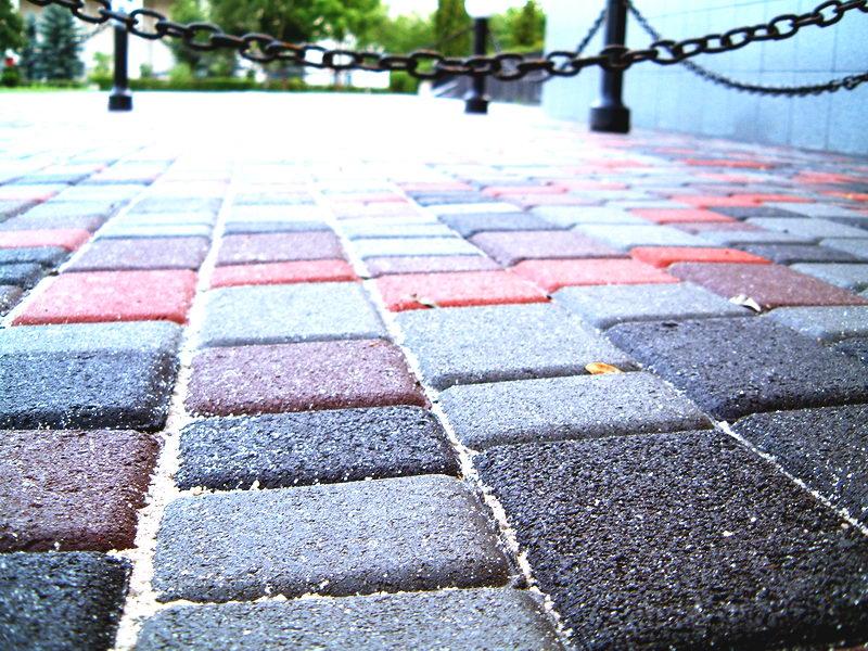 Укладка тротуарной плитки ФЭМ в Киеве и Киевской области